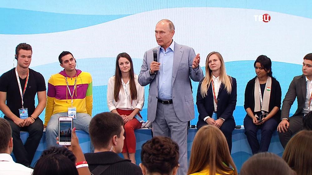 Владимир Путин посетил Фестиваль молодежи и студентов в Сочи