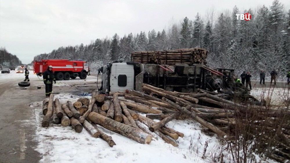 ДТП с лесовозом и школьным автобусом в Коми