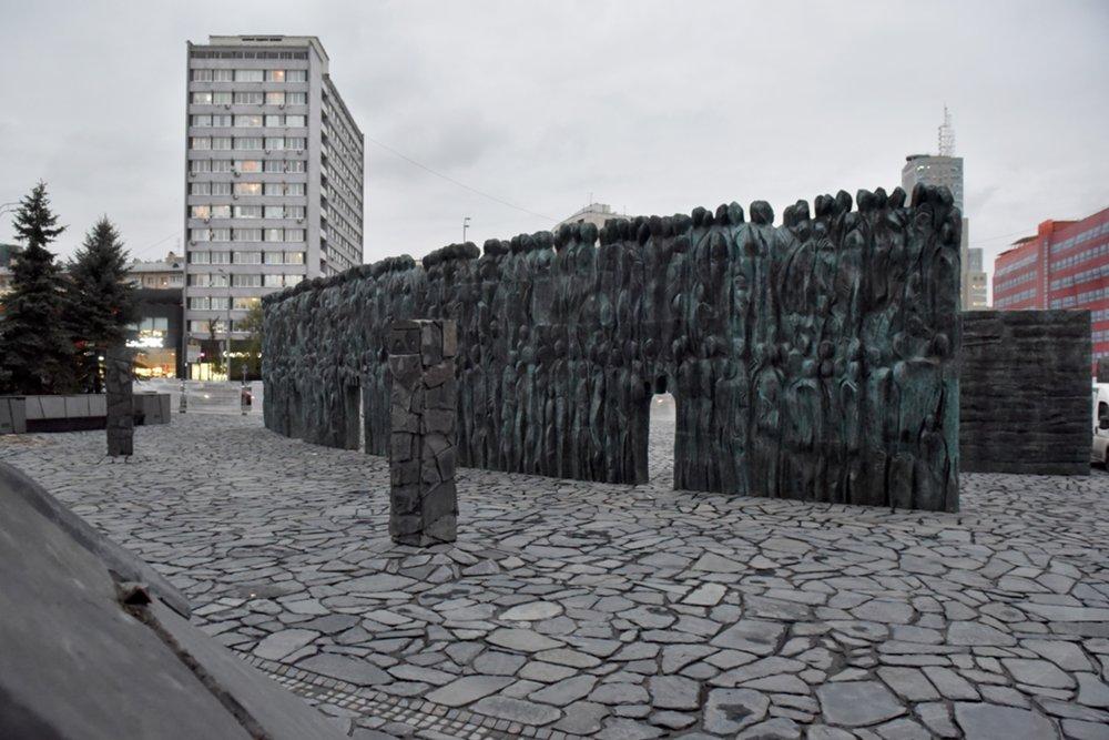 "Монумент ""Стена скорби"" в центре Москвы"