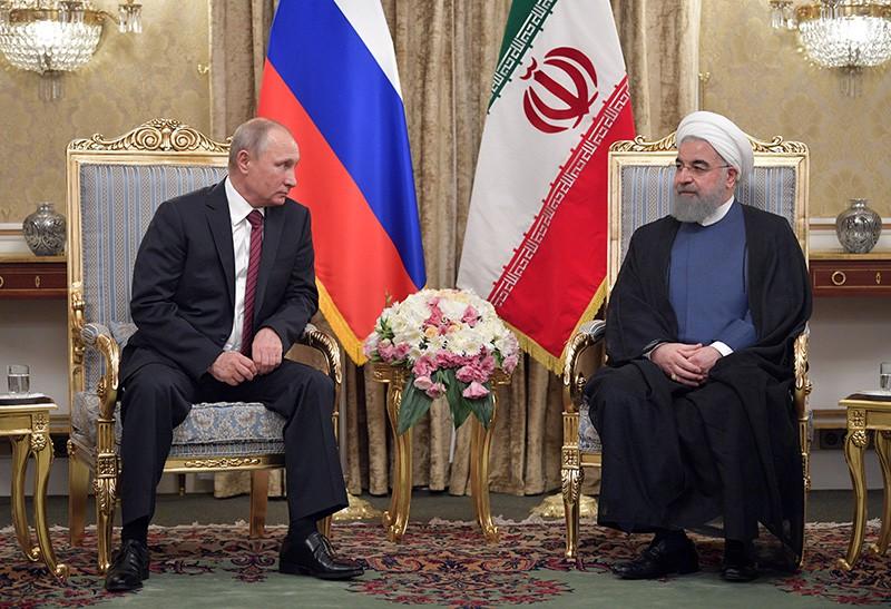 Президент России Владимир Путин и президент Ирана Хасан Рухани во время встречи