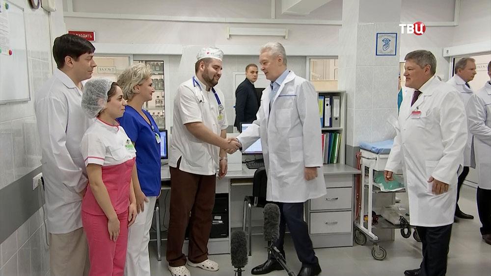 Сергей Собянин общается с врачами