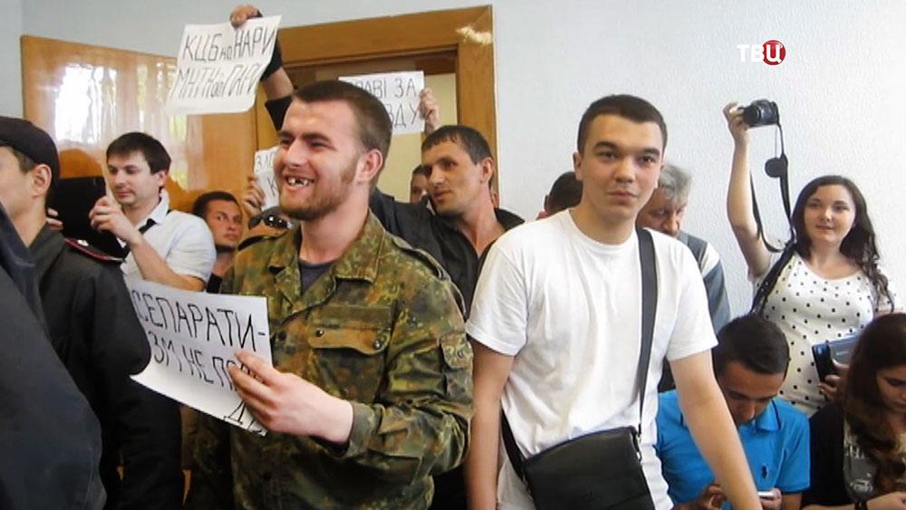 Украинские радикалы на заседании в суде
