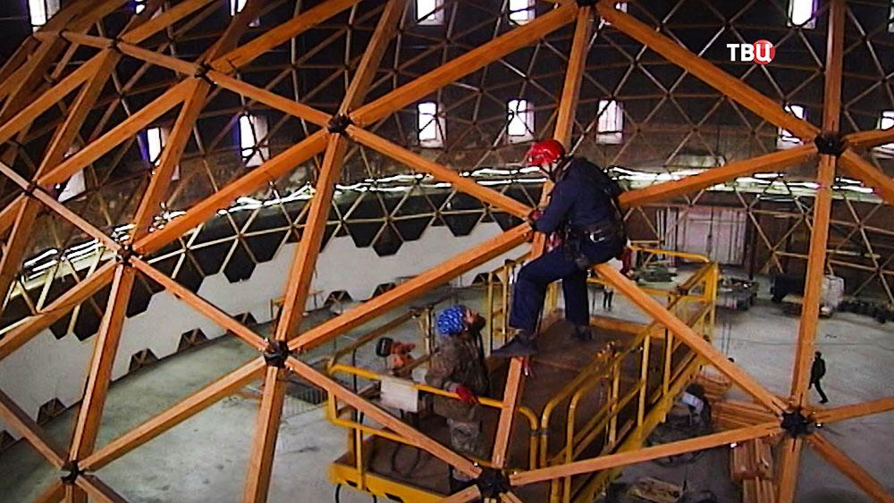 Монтаж крупнейшего в мире планетария в Санкт-Петербурге