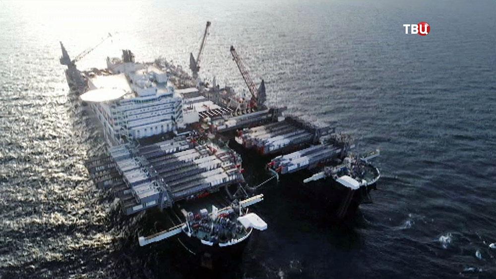 Платформа по прокладке газопровода по дну моря