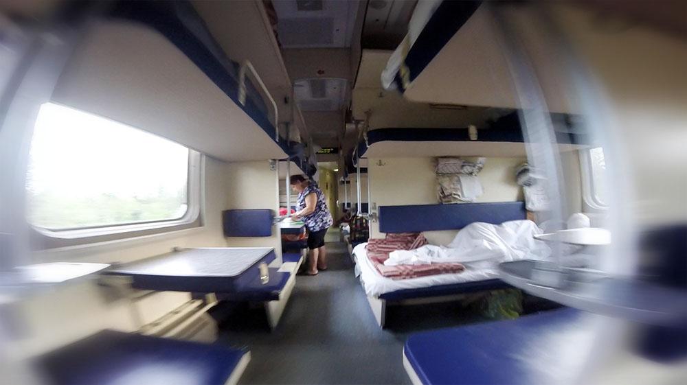 Плацкартный вагон в поезде