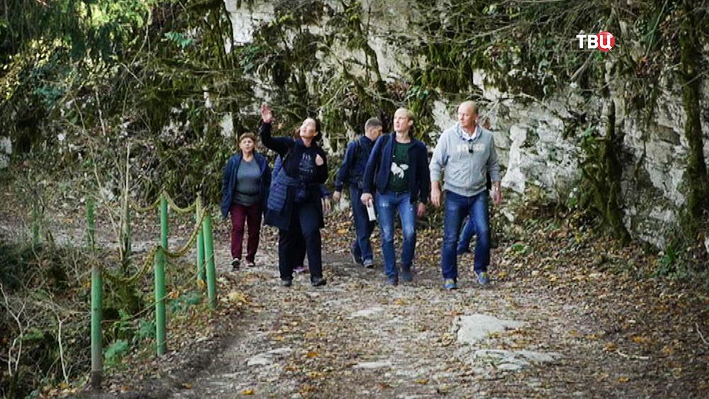 Посетители парка в горах