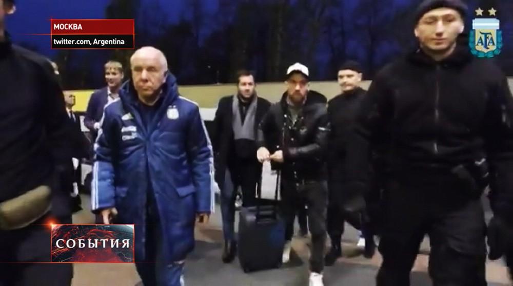 Футболисты Месси и Маскерано прибыли в Москву