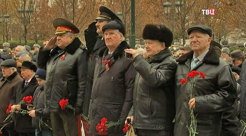 Церемония возложение цветов к Могиле Неизвестного Солдата