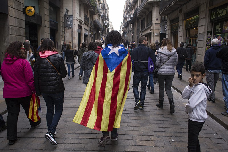 Участники всеобщей забастовки в Каталонии