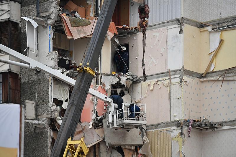 Сотрудники МЧС России на месте обрушения части жилого панельного дома по Удмуртской улице в Ижевске