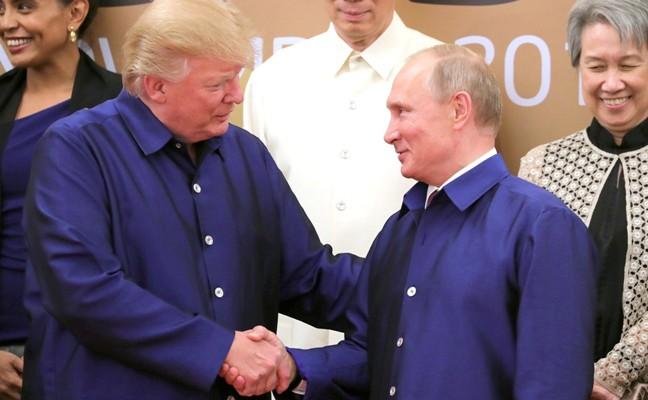 Дональд Трамп и Владимир Путин на саммите АТЭС
