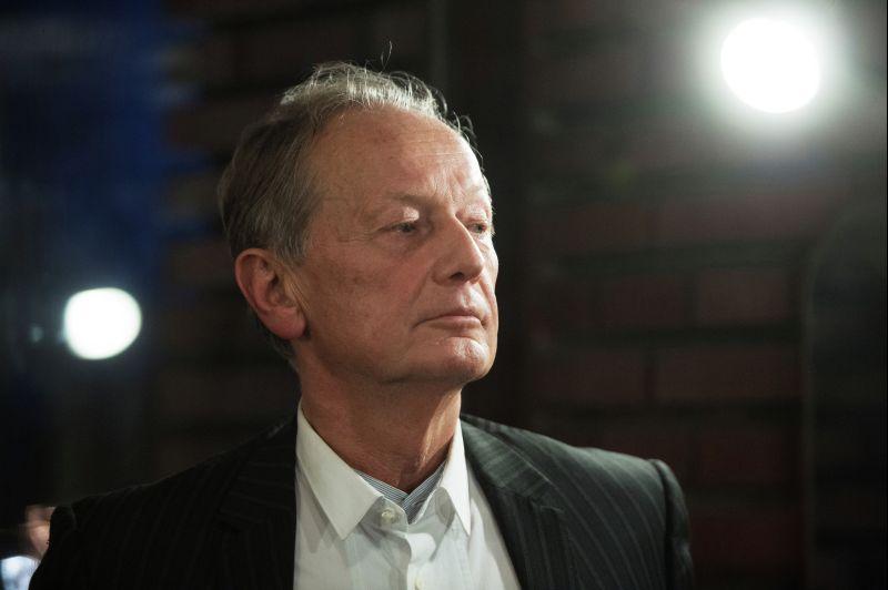 Писатель и сатирик Михаил Задорнов во время интервью