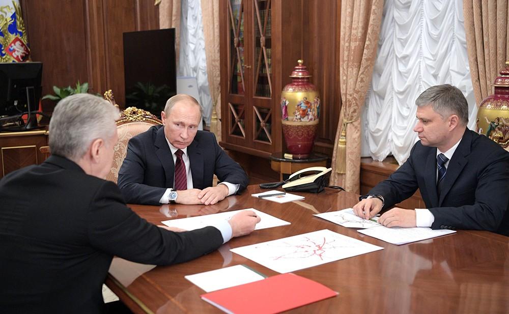 Владимир Путин, Сергей Собянин и Олег Белозёров