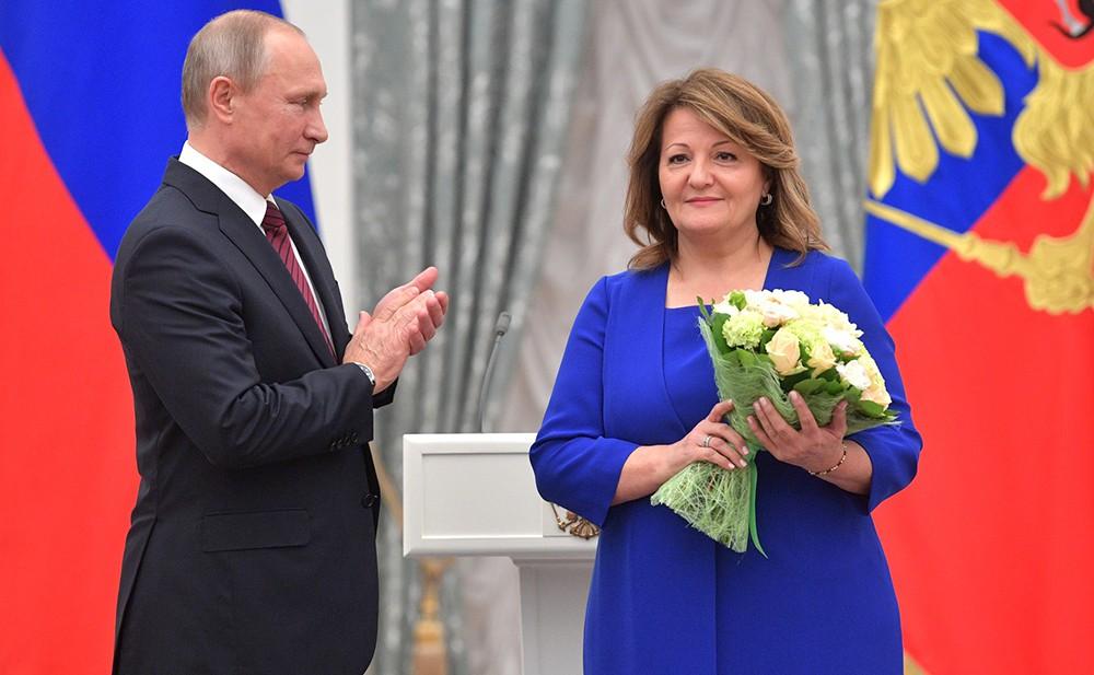 Почётное звание «Заслуженный работник здравоохранения Российской Федерации» присвоено Карине Петросян