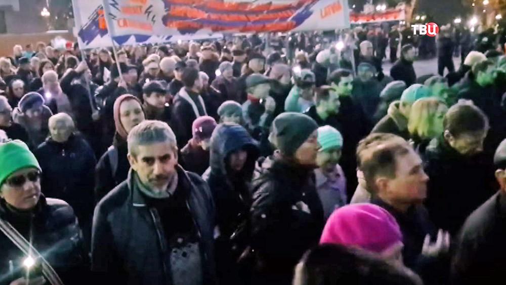 Митинг против перевода русских школ на латышский язык