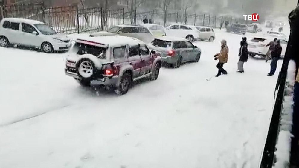 Последствия снегопада в Приморье