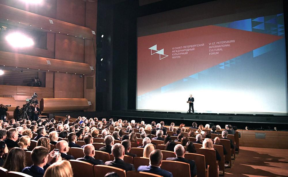 Президент России Владимир Путин на церемонии открытия VI Санкт-Петербургского международного культурного форума