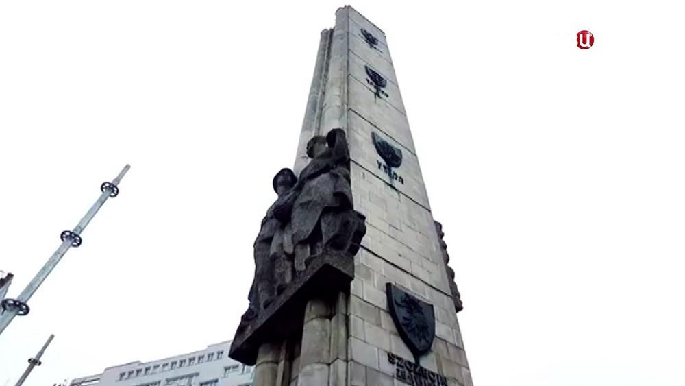 Памятник благодарности Красной армии в городе Щецин в Польшетованы