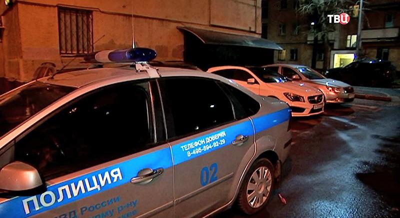 Полиция у кальянного клуба