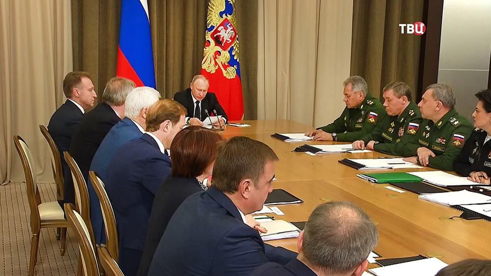 Владимир Путин провел совещание по вопросам ресурсного обеспечения технического переоснащения Вооружённых Сил