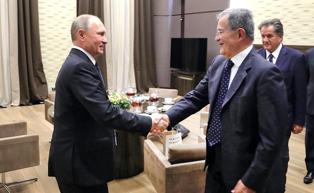 Президент России Владимир Путин и экс-премьер Италии Романо Проди