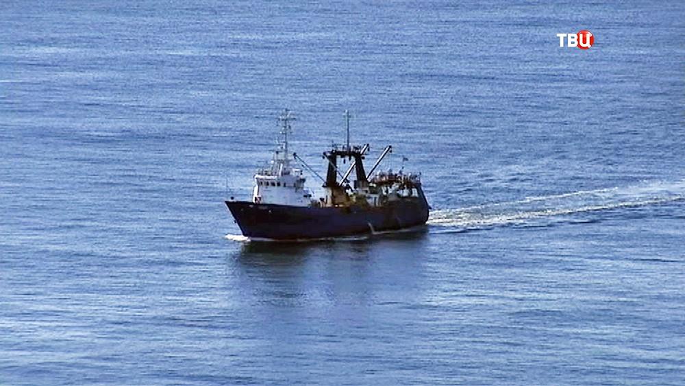 Сухогруз в море