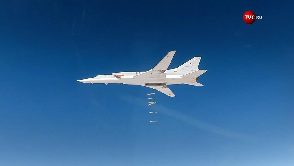 Авиаудар стратегического бомбардировщика Ту-22М3 ВКС России по позициям ИГИЛ в Сирииу