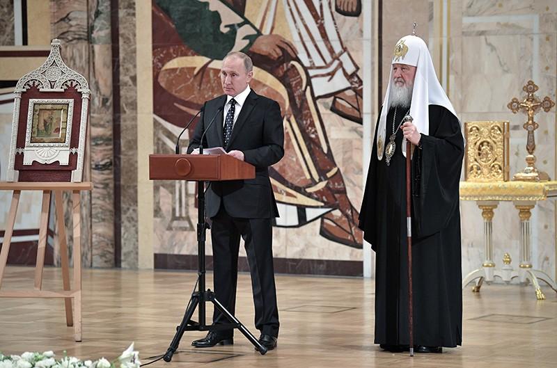 Владимир Путин выступил на заседании Архиерейского собора