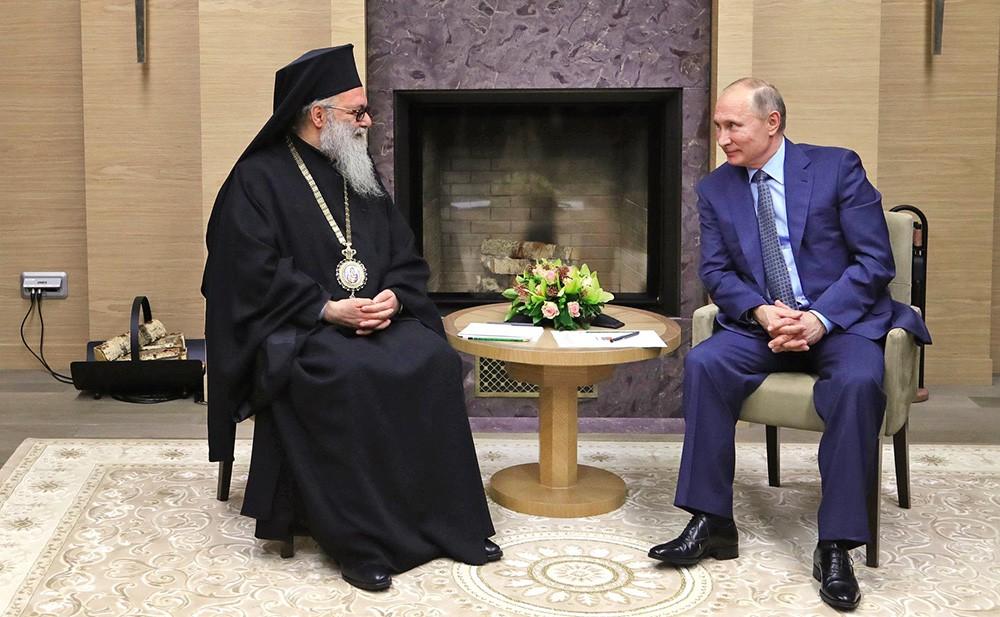 Президент России Владимир Путин и патриарх Антиохийский и всего Востока Иоанн