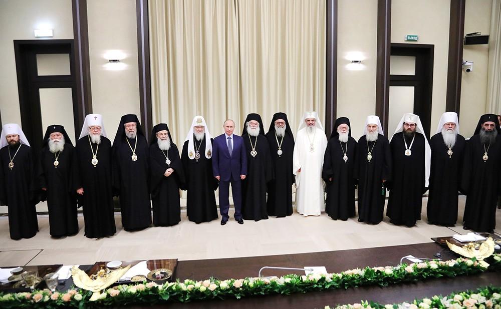 Владимир Путин на встрече с главами делегаций поместных православных церквейдимир