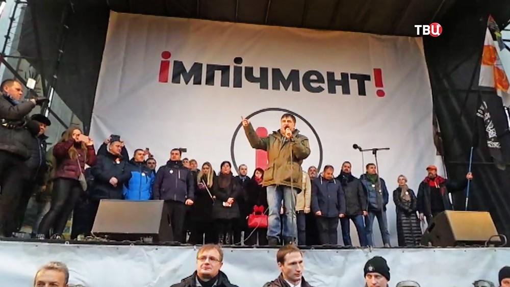 Михаил Саакашвили выступает на митинге за импичмент Петра Порошенко