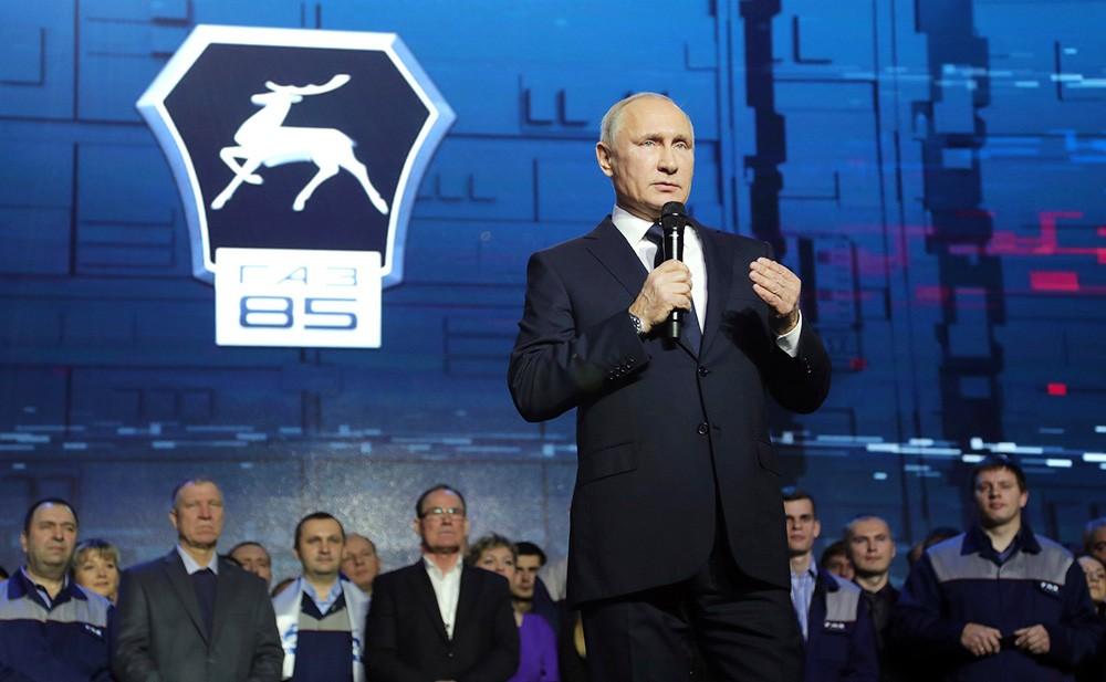 Президент России Владимир Путин посетил Горьковский автомобильный завод