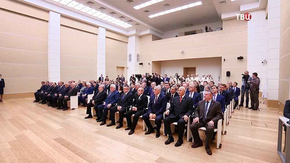"""Владимир Путин поздравил сотрудников """"Ростеха"""" с юбилеем"""