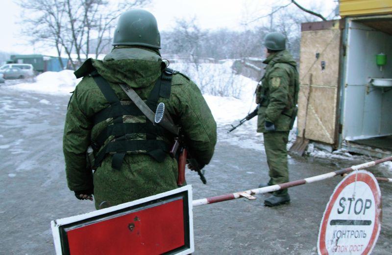 Блокпост в Донецкой области во время обмена военнопленными между ДНР и Украиной