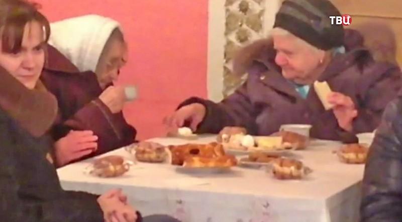 Пенсионеры на празднике в преддверии Нового года