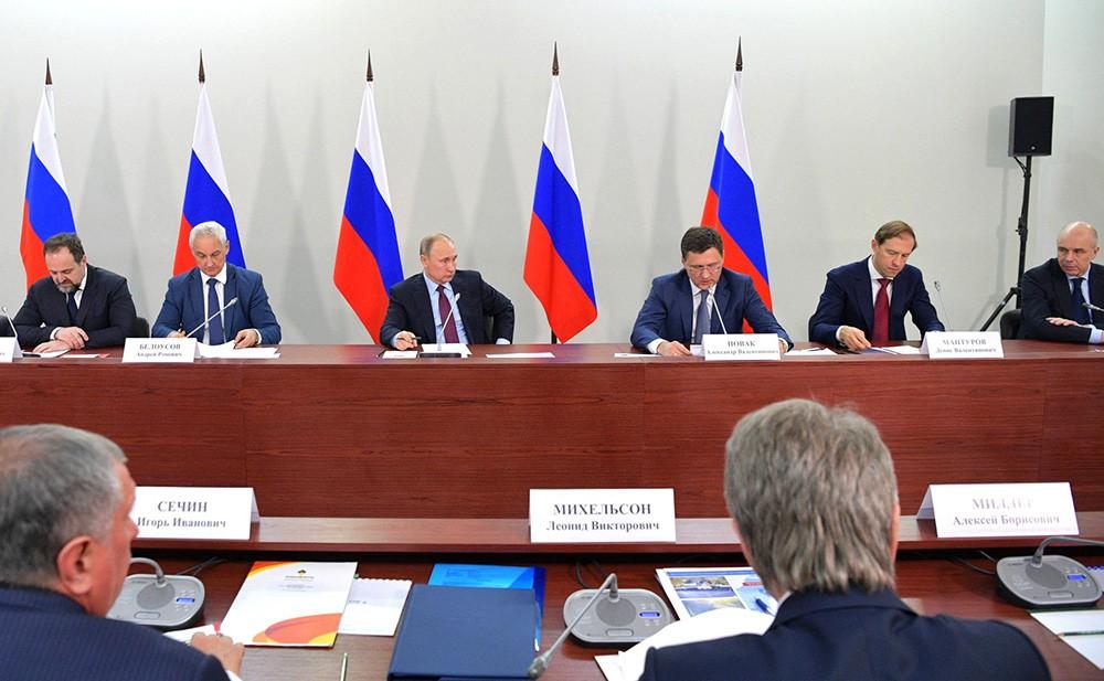 Владимир Путин на совещании по вопросам развития проектов производства сжиженного природного газа