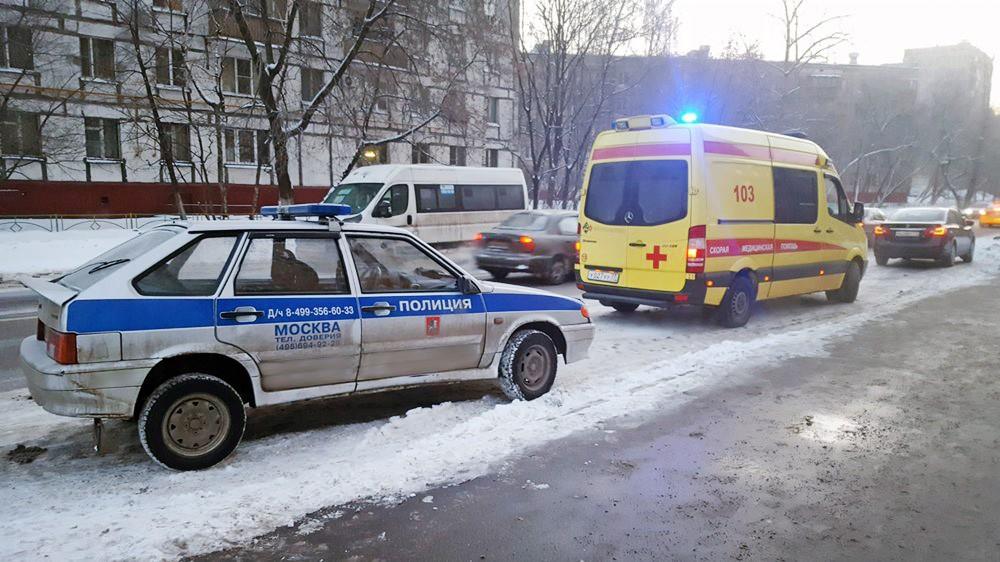 Машины полиции и скорой помощи