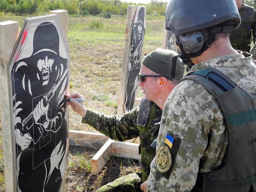 Консультанты армии Канады и украинские военные