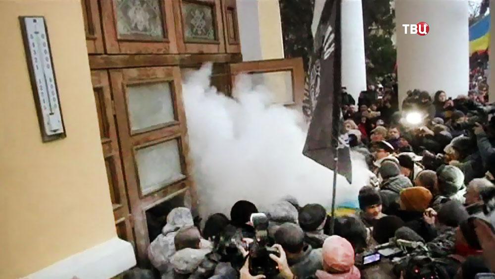 Беспорядки у здания Октябрьского дворца в Киеве