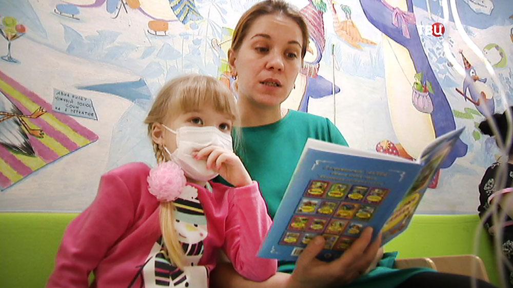 Настя Первицкая и мама в больнице