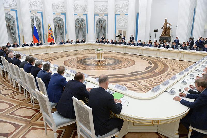 Владимир Путин проводит встречу в Кремле с представителями российских деловых кругов