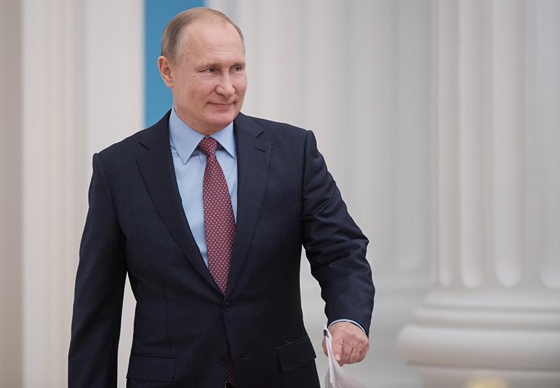 Владимир Путин перед началом встречи с руководством Совета Федерации и Государственной Думы