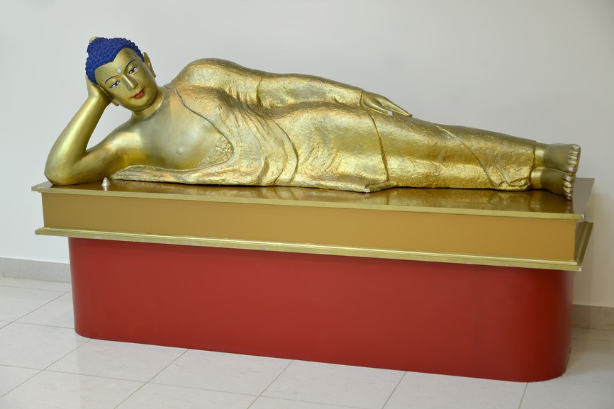 Статуя лежащего Будды Шакьямуни