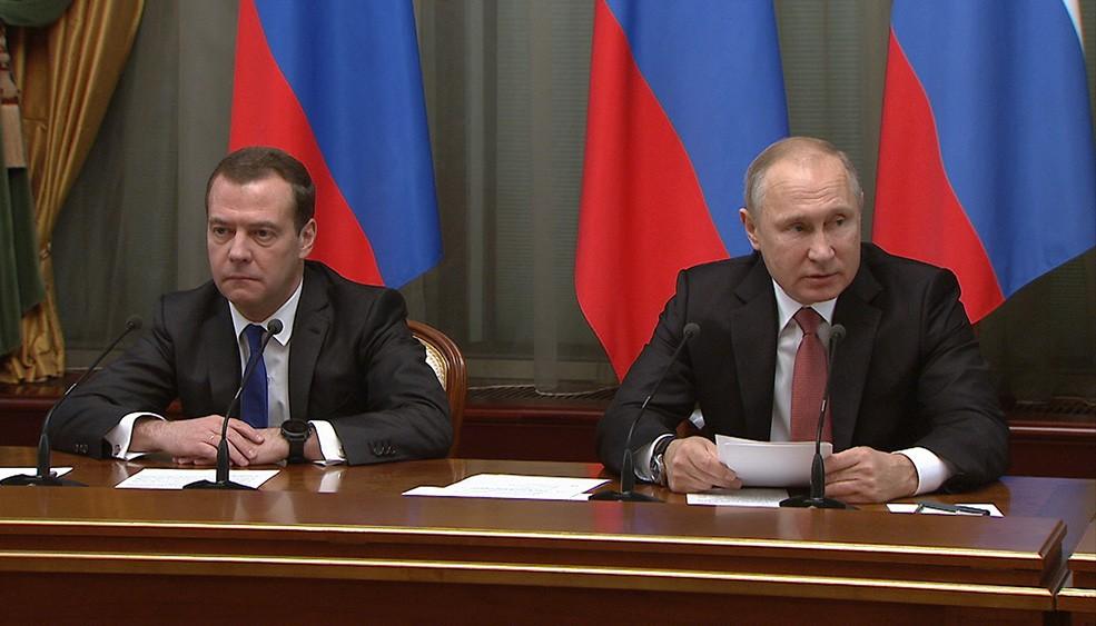 Владимир Путин проводит заседание правительства