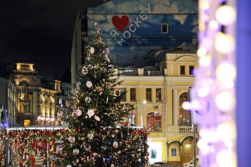 Новогоднее оформление на улице Кузнецкий Мост