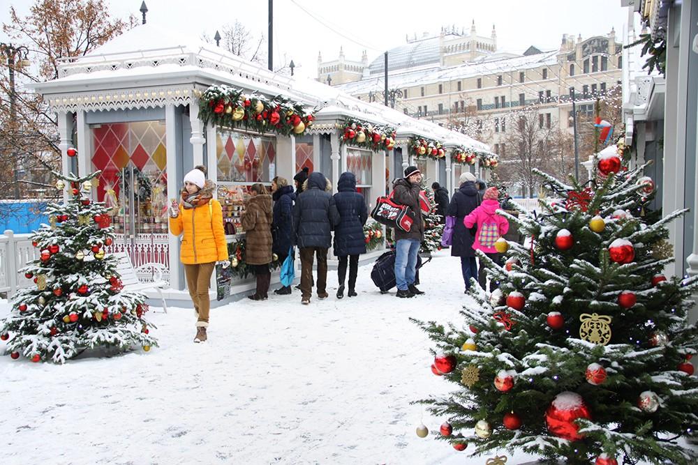 Новогодняя ярмарка на площади Революции