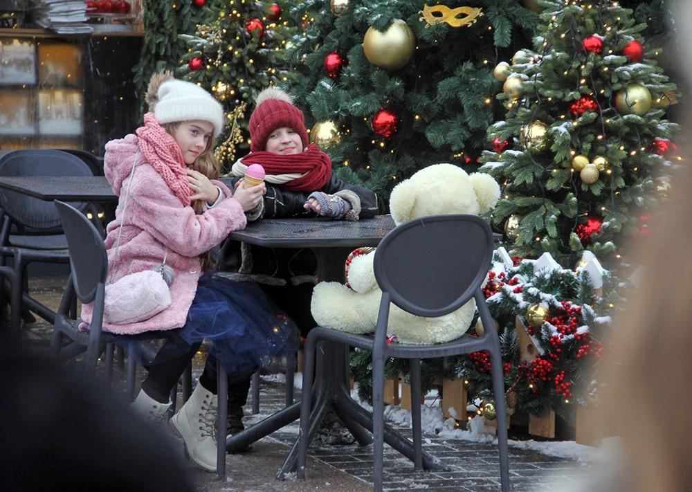 """Маленькие посетители фестиваля """"Путешествие в Рождество"""""""