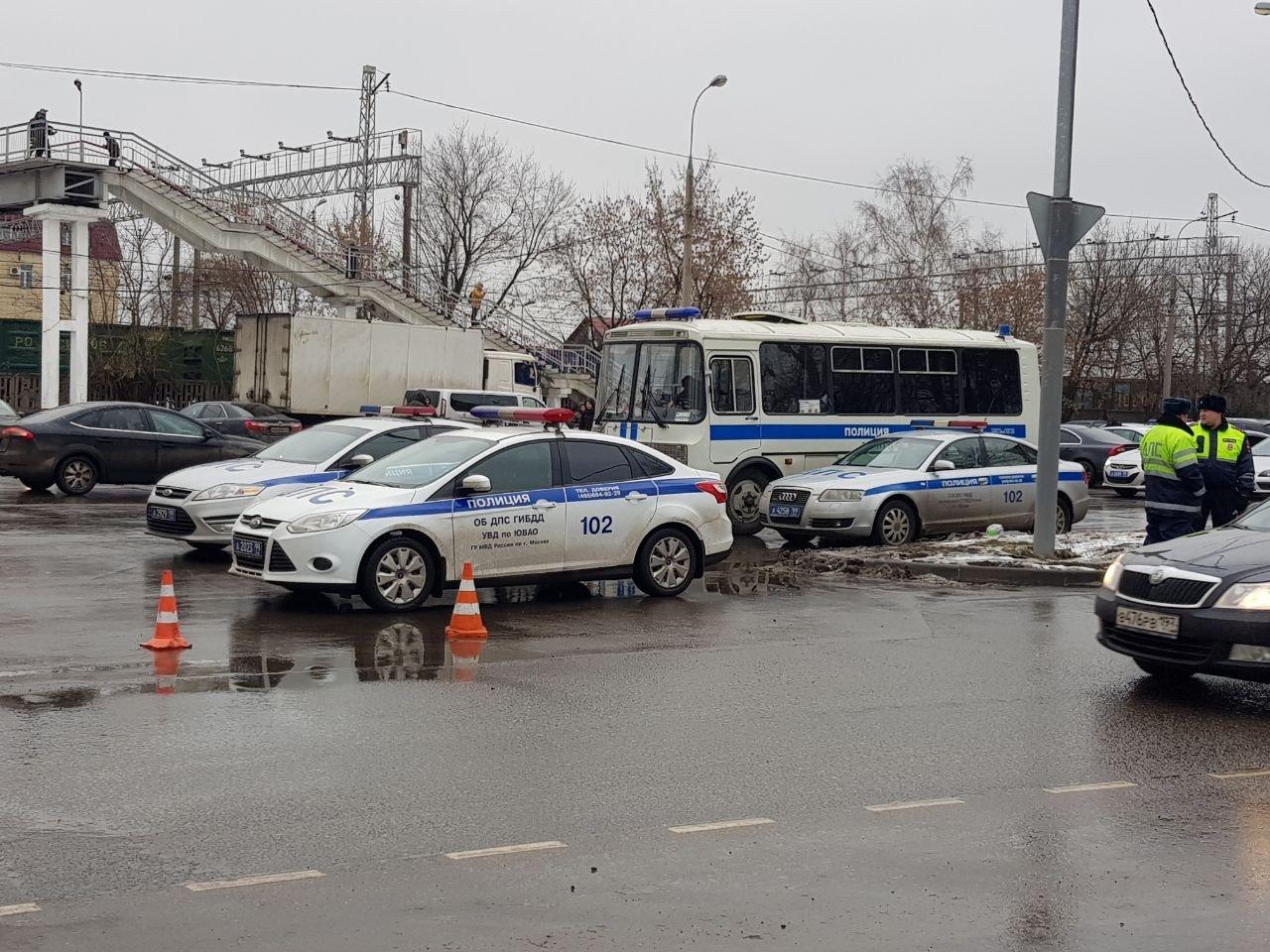 """Работа оперативных служб на месте стрельбы на фабрике """"Меньшевик"""""""