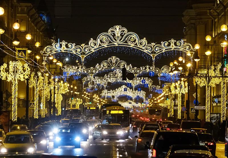 Новогодняя иллюминация Невского проспекта в Санкт-Петербурге
