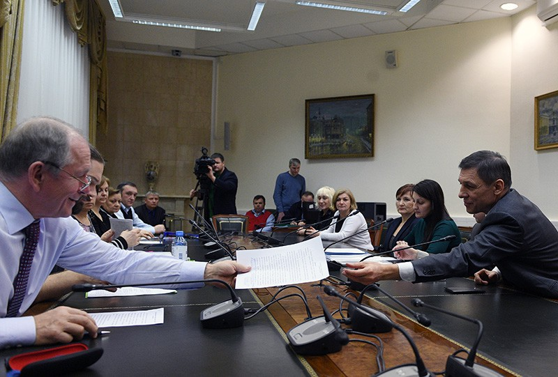 Владимир Михайлов на приеме документов в ЦИКпо выдвижению кандидатов на выборах президента России